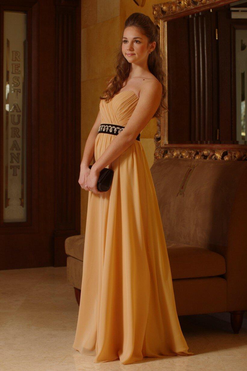 Золотисто-персикова вечірня сукня